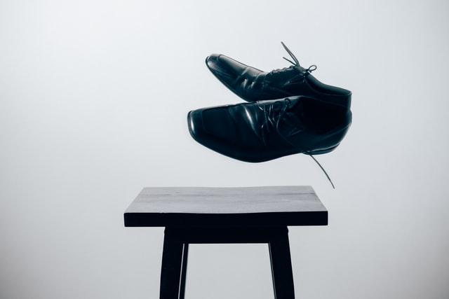 磨かれた綺麗な革靴
